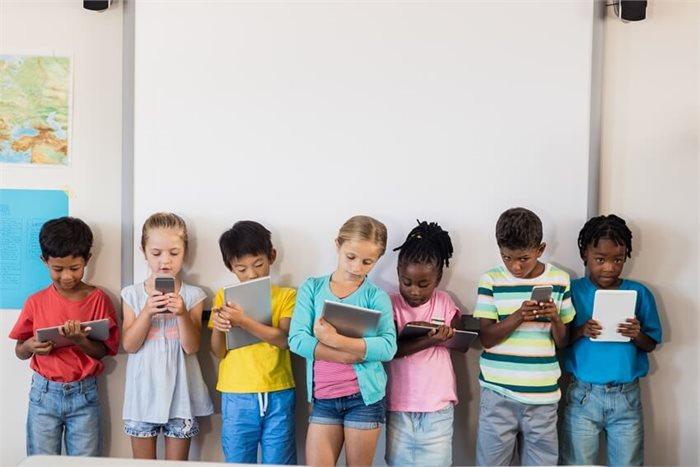 רוצים לגדל ילדים מוצלחים? הגבילו את זמן המסכים בבית