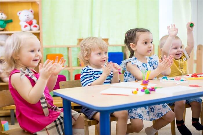 האם שהות במעון יום תגרום לילד שלך להיות אלים יותר?