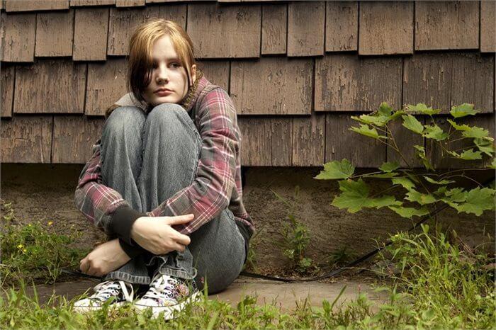 הורים או בתי ספר: מי משפיע יותר על התמכרות מתבגרים לסמים