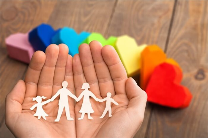 """""""אמא, אני הומו"""": יציאה מהארון כהתמודדות משפחתית"""