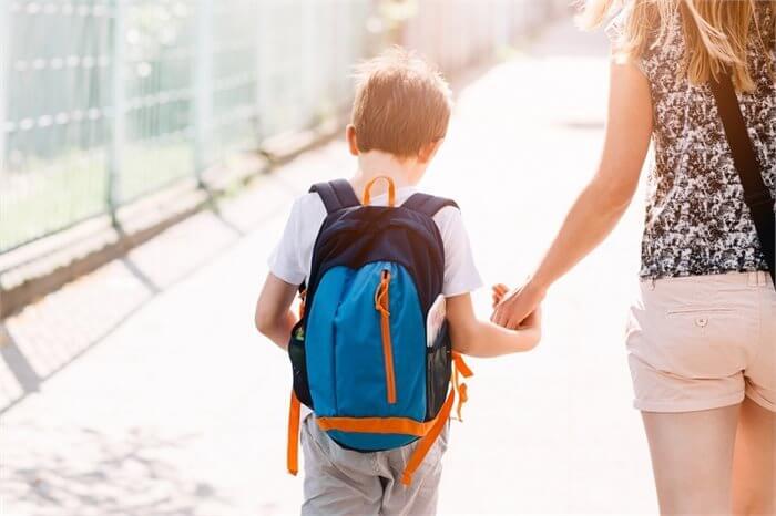 מדוע כדאי להימנע מהעברת ילדך בין בתי ספר שונים?