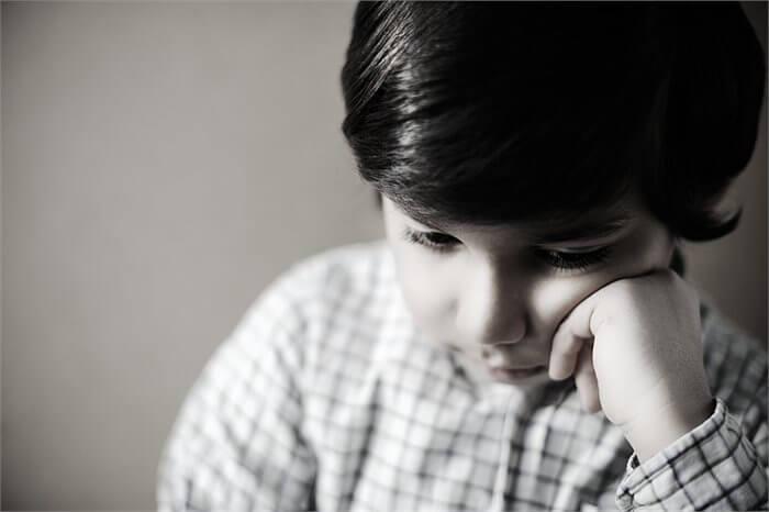 כיצד מטפלים באוטיזם? תלוי אם מדובר בילד או ילדה