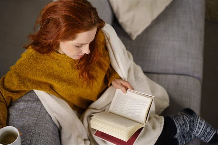 להתנחם בטיפול נפשי ובערימת ספרים וסרטים
