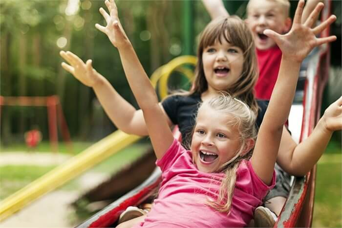משחק בחצר: סכנה או בריאות?