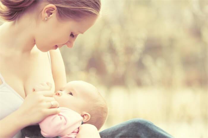 האם הנקה משפיעה על האינטליגנציה של התינוק?