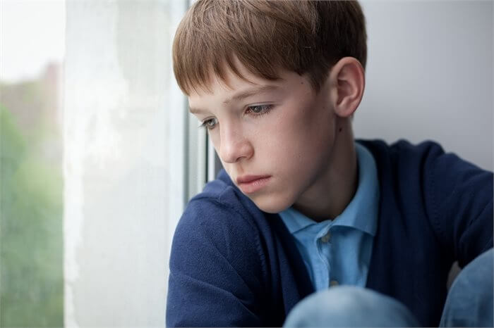 הילד מתבודד ומסתגר בחדרו? – מדריך להורים מודאגים