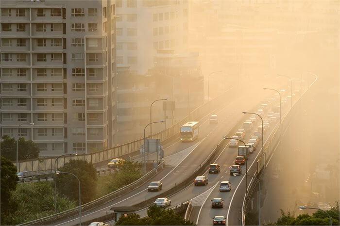 מה הקשר בין זיהום אוויר למוסר מלוכלך?