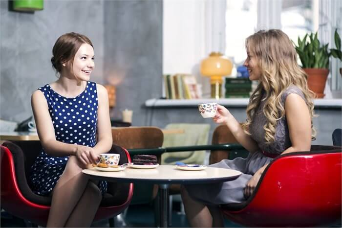 הרהורים מחדר הטיפולים: העברה והעברת זמן בבתי קפה