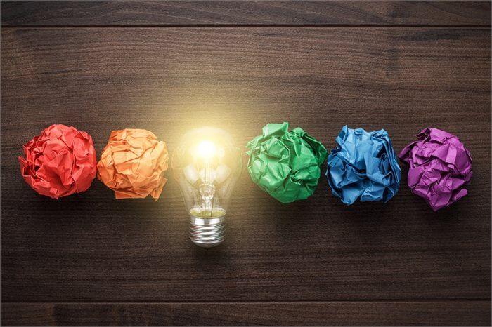 שקדנות או חדשנות: האם קיים קשר בין ציונים גבוהים לחדשנות ויצירתיות?