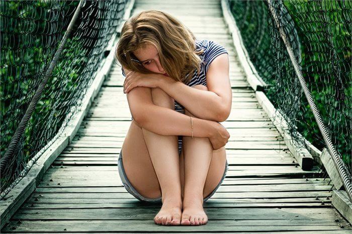 """השפעת התאבדות """"סלבריטי"""" על אובדנות בקרב האוכלוסיה"""