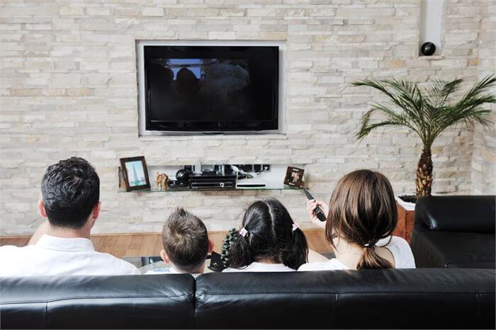 האם צפייה בסרטונים פוגעת בשיקול הדעת המוסרי שלנו?