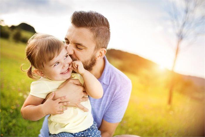 3 דרכים מפתיעות בהן אבות מתחברים לילדיהם