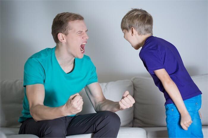 """הילד סובל מבריונות בבי""""ס? בדקו מה קורה אצלו בבית"""