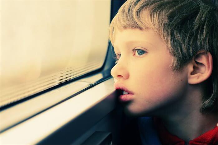 איך עוזרים לילדים עם הפרעות בתקשורת וקשיים חברתיים ?