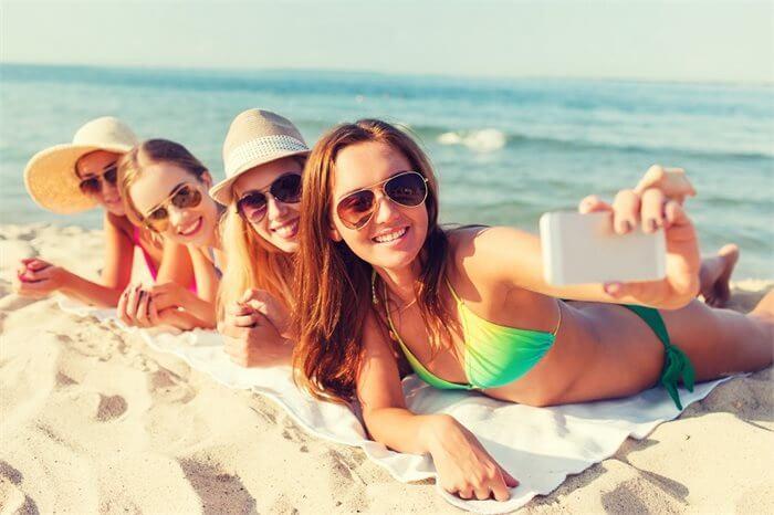 """בשבחי ה""""סלפי"""" - חוקרים מצאו כי צילום תמונות מסייע ליהנות יותר מחוויות חיוביות"""