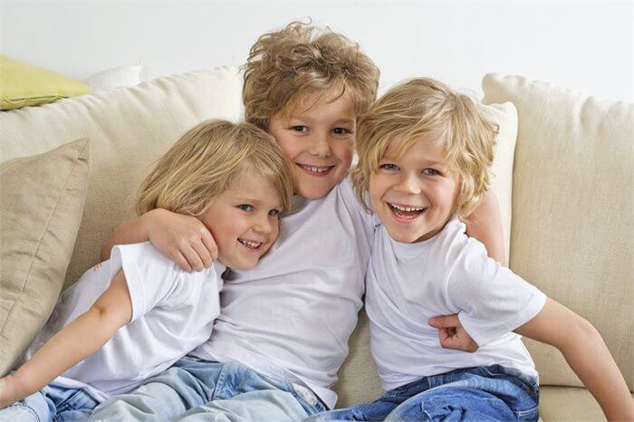האם לסדר הלידה של אחים יש השפעה על האישיות?