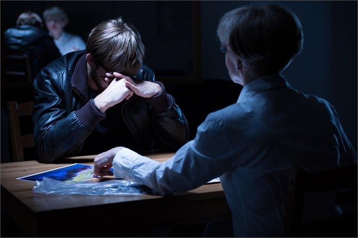 האם לחץ יכול לגרום לנו להתוודות גם על עבירה שלא ביצענו?