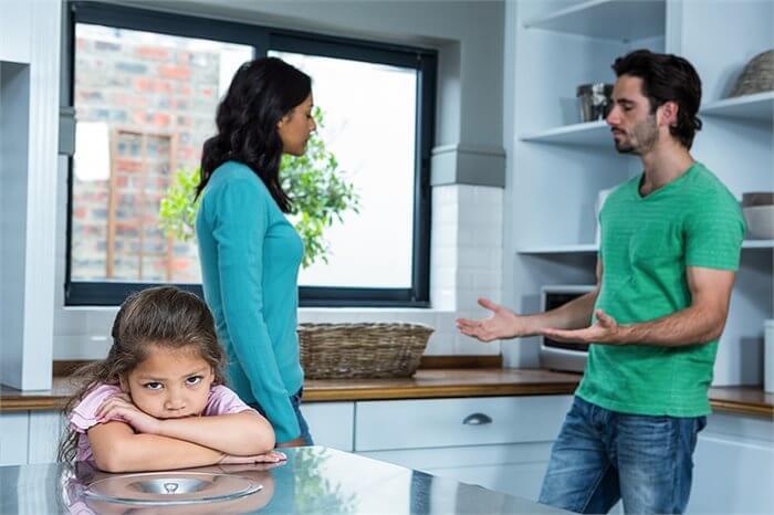 כיצד גירושים בילדות המוקדמת משפיעים על קשר ההורה-ילד בבגרות?