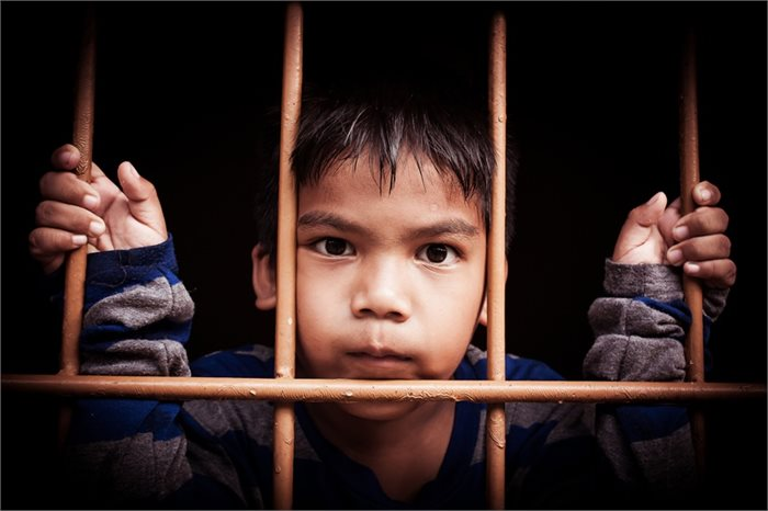 """הילד סובל מהצקות בבי""""ס? יש לו סיכוי גבוה יותר להגיע לכלא"""