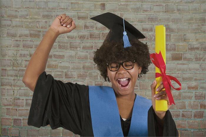 האם השכלה תגרום לך להיות מאושר יותר?
