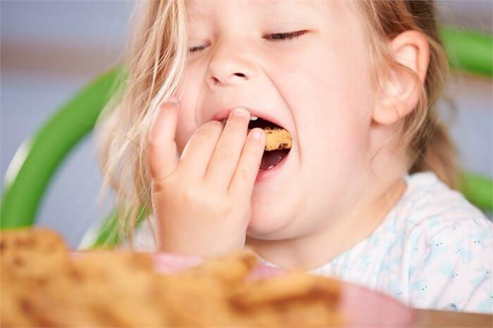 מה משפיע על דפוסי האכילה של ילדים - ההורה או התינוק?