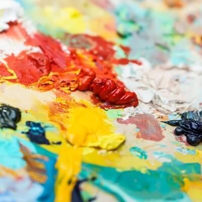 אמנות ככלי טיפולי: לא רק למטפלים באמנות