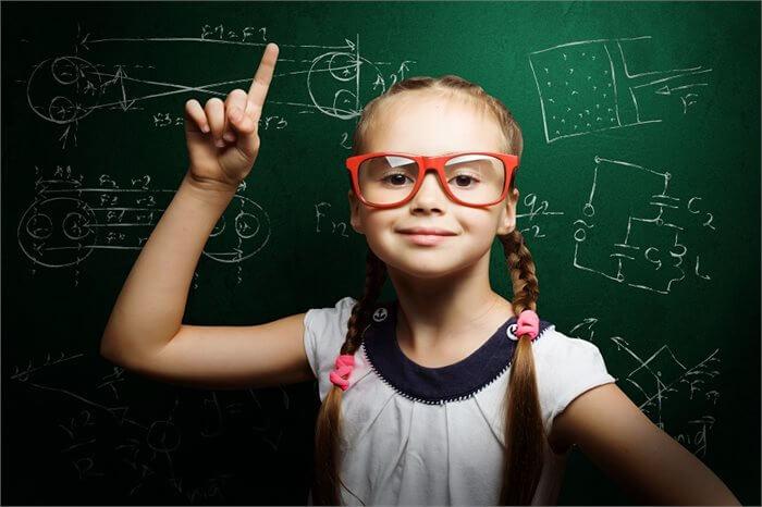 איך עוזרים לילד להצטיין בלימודים?